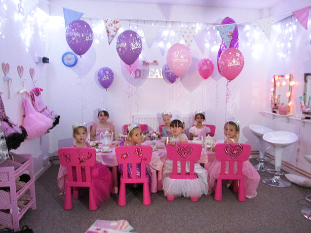 Girls dressing up princess parties at Balloon Box Bromsgrove